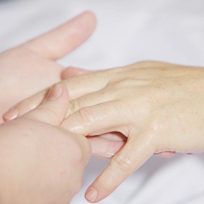 hand-massage-2133272_1280
